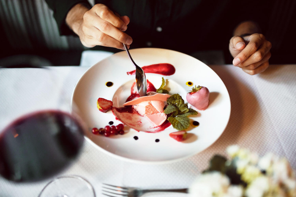 Nachtisch essen im Hotel Gotthard
