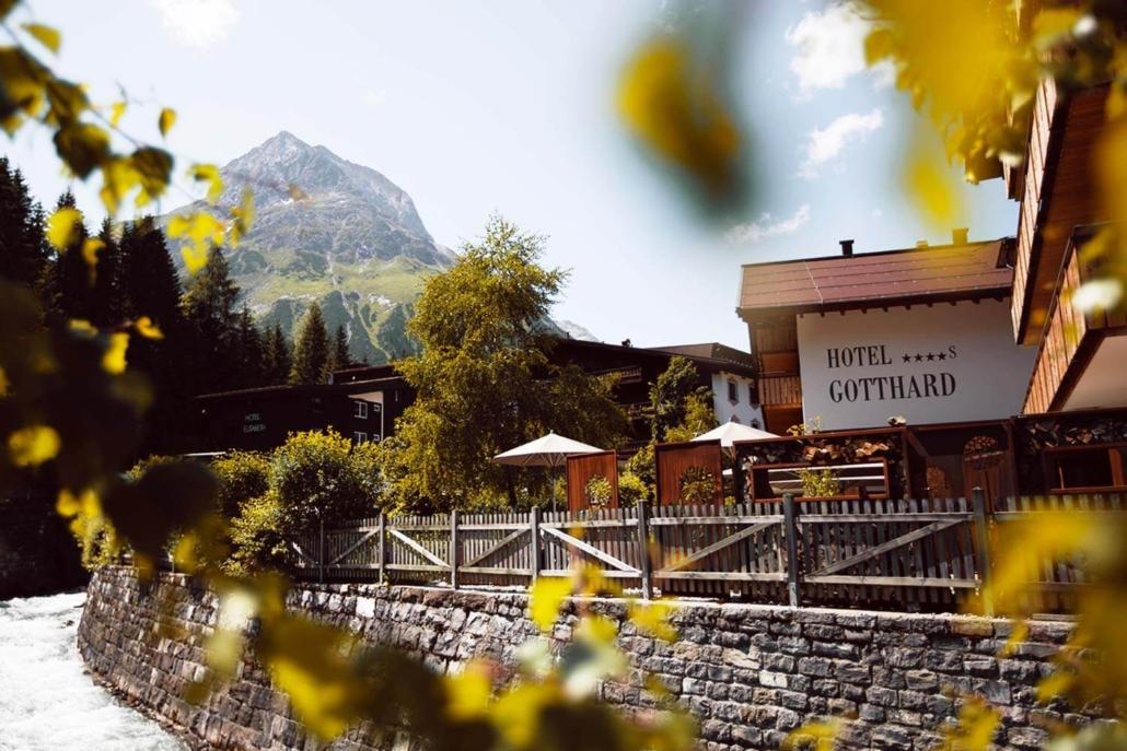Sommerlicher Ausblick aus dem Hotel Gotthard in Lech am Arlberg