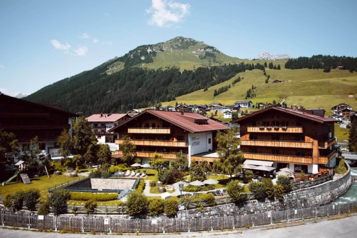 Hotel Gotthard in Lech am Arlberg im Bergsommer