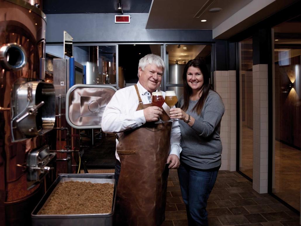 Clemens und Nicole Walch mit Omes Bier