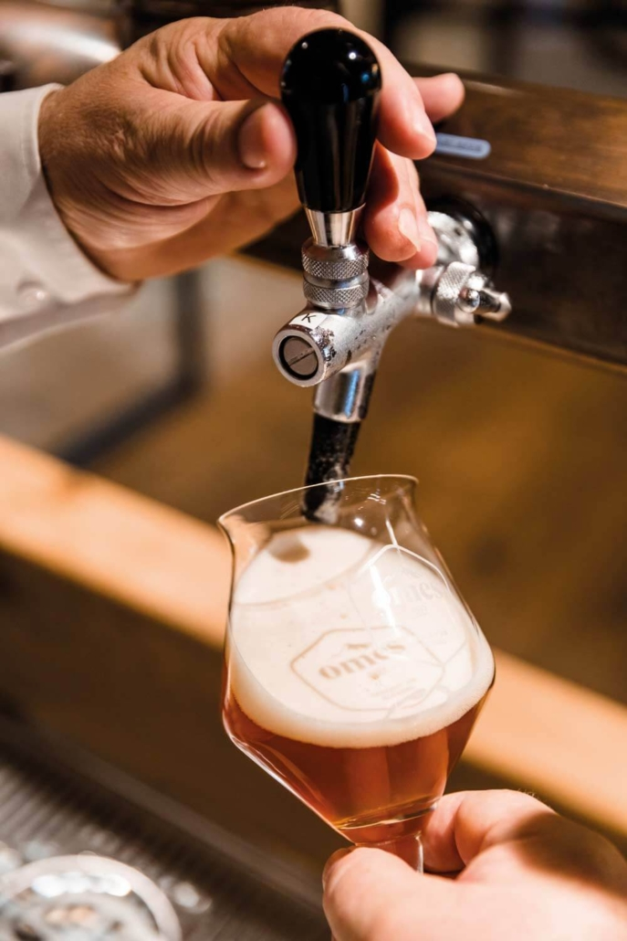 Bier zapfen in der Omes Genusswelt im Hotel Gotthard